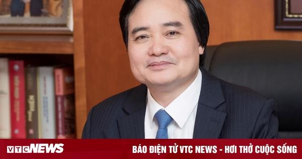 Trình Quốc hội miễn nhiệm Bộ trưởng Phùng Xuân Nhạ